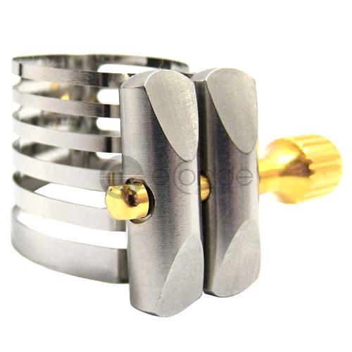Destaque para a carga de metal empregada na abraçadeira.